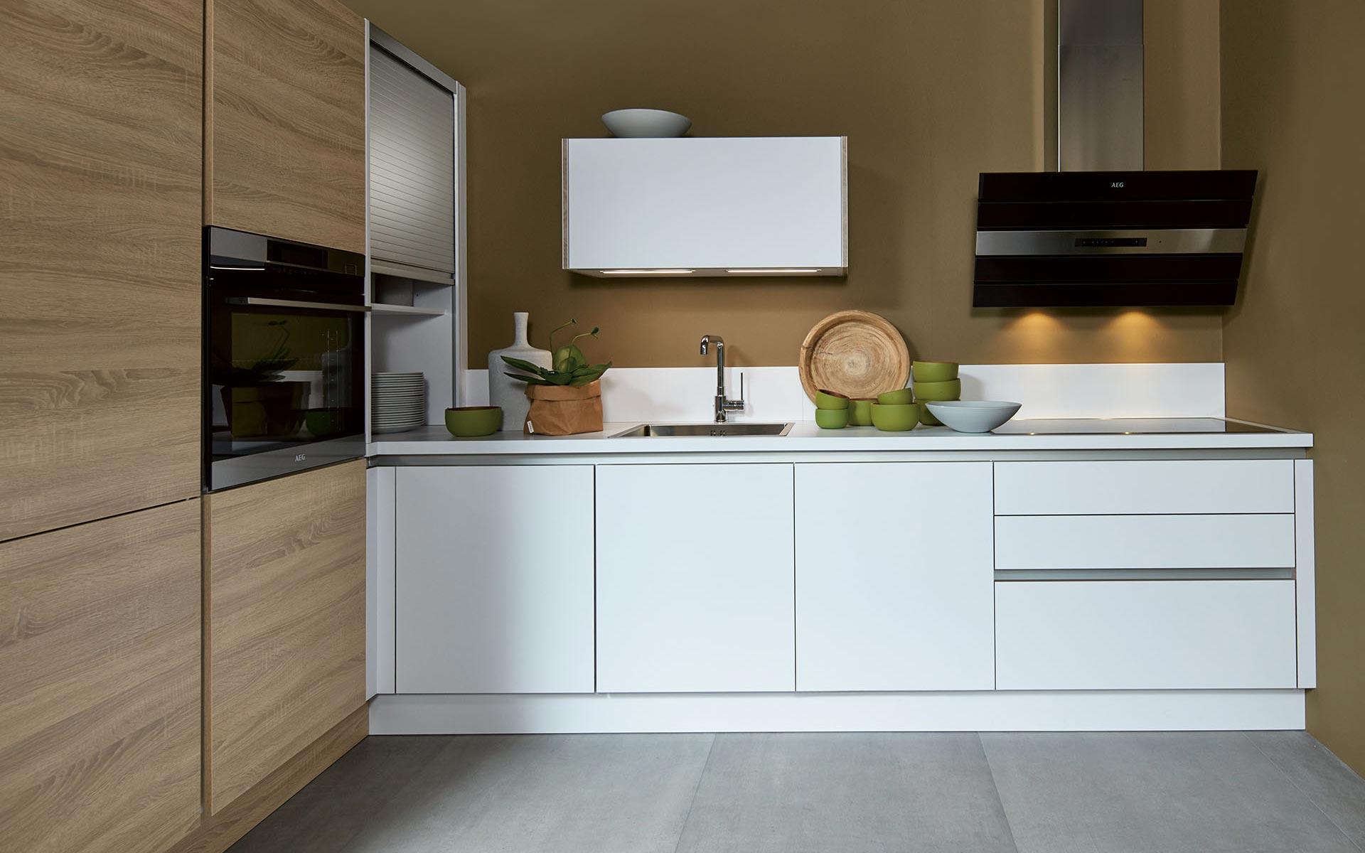 Toronto: Kitchens from Germany, Europe. Porto H Woodline Eiche Bardolino • Style Touth Optiwhite