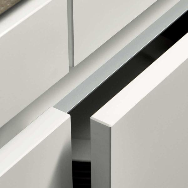White kitchen handleless door. GLD-E