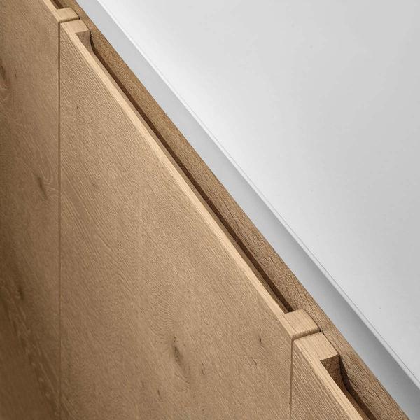 Wood handleless door. GLX-E